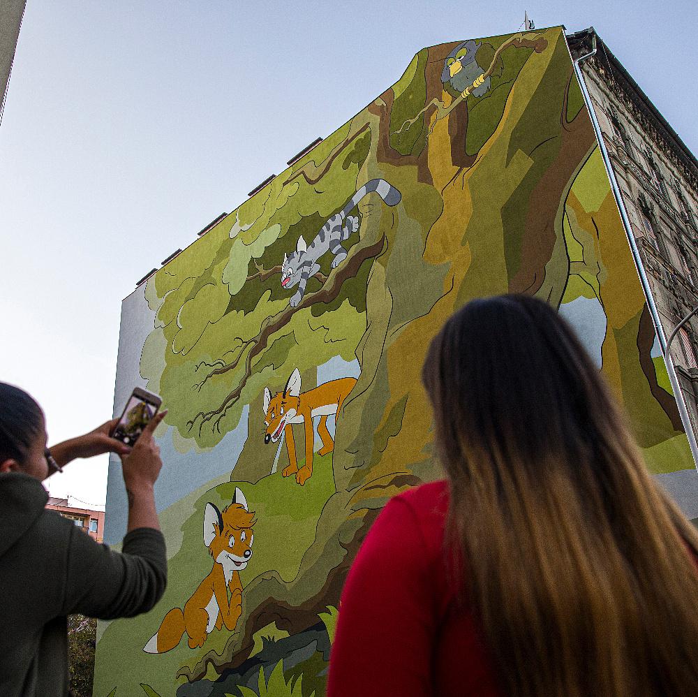 A Vuk karakterei színesítik egy józsefvárosi ház tűzfalát